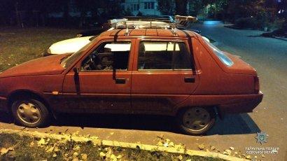На Таирова пьяный одессит крушил припаркованные автомобили