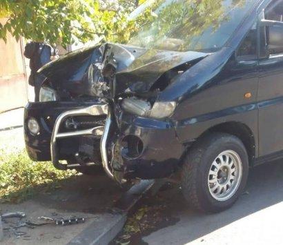 В Одессе водитель внедорожника протаранил несколько автомобилей
