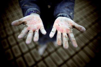 В Одесской области подростка заставляли тяжело работать на стройке