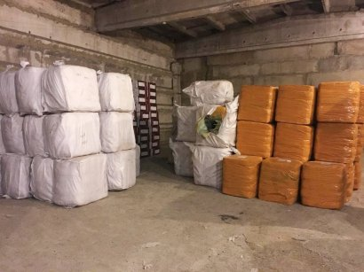 Госпогранслужба Украины совместно с представителями полиции и прокуратуры пресекли схему контрабанды в страну китайской зимней одежды