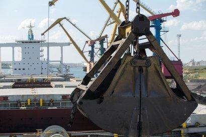 С начала года в Южном обработали 160 судов, четверть из которых - capesize і newcastlemax