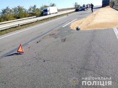 В Одесской области на трассе Киев-Одесса легковушка врезалась в КамАЗ