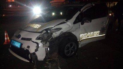 Пьяный водитель на «Mercedes» протаранил автомобиль полицейских