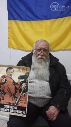 В Мариуполе пенсионер расклеил плакаты с Януковичем против коммунальных тарифов