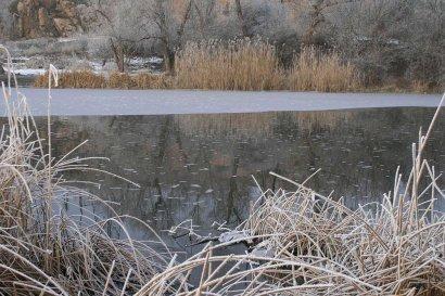 В Киеве женщина провалилась под лед и погибла