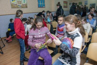 Воспитанниц дома-интерната на Макаренко, 20 поздравили с наступающими праздниками