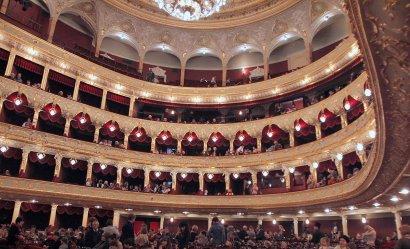 С Днем Святого Николая в Одесском оперном театре поздравили более двух тысяч детей