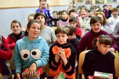 Сергей Кивалов поздравил с наступающим  Новым годом воспитанниц  детского дома-интерната на Макаренко, 20