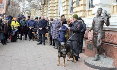 Перед зданием Главного управления Национальной полиции в Одесской области прошла акция владельцев собак