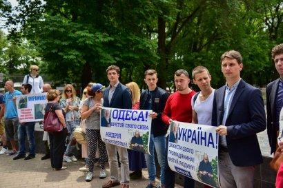 Спасенный от смертной казни одесский моряк вернулся в Украину