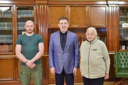 Сергей Кивалов встретился с освобожденным из иранской тюрьмы моряком Андреем Новичковым