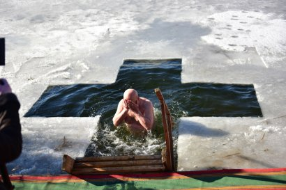 В праздник Богоявления одесситы посещали храмы и совершали омовение в крещенской воде