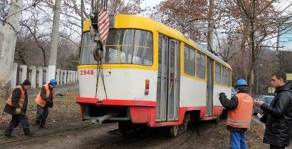 На Академической сошел с рельсов трамвай
