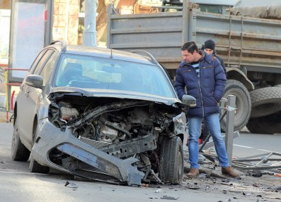 Авария в центре Одессы: иномарка врезалась в жилой дом