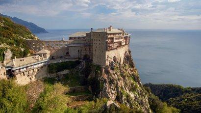 Афонские монахи покинули монастырь после визита епископа ПЦУ