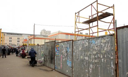 Центральная часть «Привоза» огорожена забором