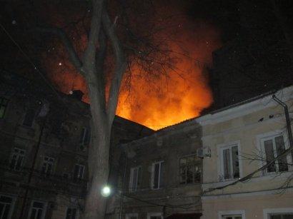 Крупный пожар на Ришельевской: в мэрии обещают помочь погорельцам