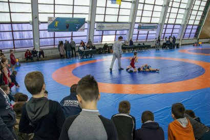 В Южном прошел турнир среди юниоров по вольной борьбе