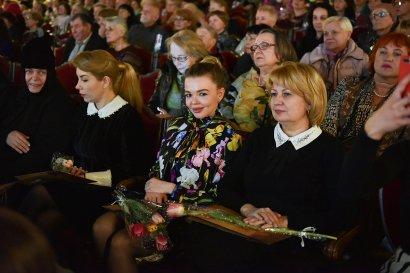 Сергей Кивалов поздравил одесситок праздничным концертом в Одесской филармонии