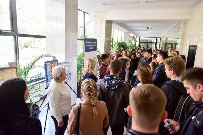 В Одесской Юракадемии открылась выставка «Не женское дело»