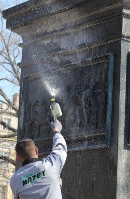 Банный день Воронцова: сегодня начались работы по помывке и чистке памятника