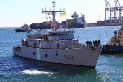 В порт Одессы вошел минный тральщик НАТО