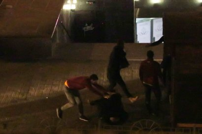 В центре Киева компания пьяных парней устроила драку с охраной супермаркета