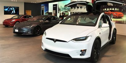 Tesla добавила своим электромобилям функцию защиты от угона (видео)