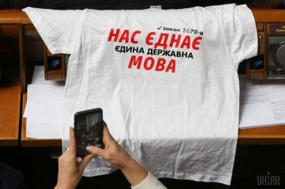 """""""Снимайте лапшу с ушей"""": политолог объяснил, зачем Порошенко нужен языковой закон"""