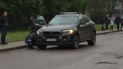 Во Львове сработало взрывное устройство в автомобиле BMW X6
