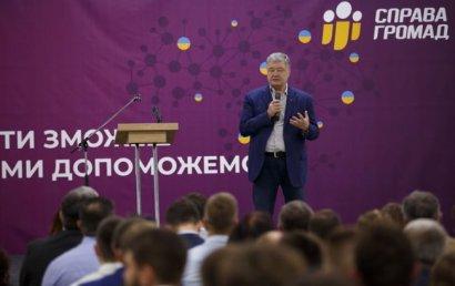 Партия Порошенко сменила название перед выборами