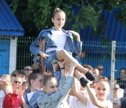 На стадионе в парке Горького прошла церемония награждения победителей внутреннего первенства детско-юношеской спортивной школы по футболу №11.