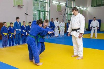 Олимпийцы-дзюдоисты делятся опытом с будущими чемпионами