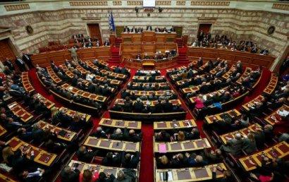 В Греции президент распустил парламент и объявил досрочные выборы