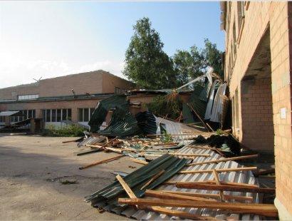 Ураган срывал крыши с домов: фото последствий непогоды на Луганщине