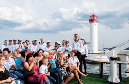 В добрый путь, моряки!  На теплоходе «Хаджибей» состоялся выпуск Морского училища Одесской Юракадемии