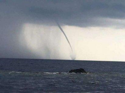 Очевидцы запечатлели смерч в Черном море