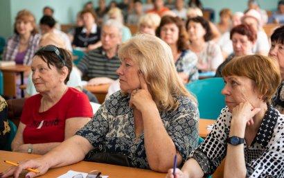 Социальный проект Сергея Кивалова в действии: пенсионеры получили сертификаты о прохождении компьютерных курсов