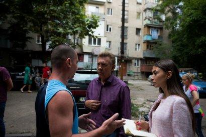 Истинно народный депутат: Сергей Кивалов ежедневно проводит встречи с жителями Приморского района