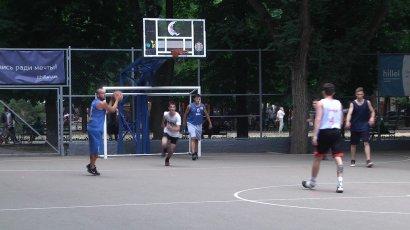 Баскетбольный день в Старобазарном сквере