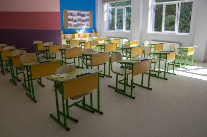 Сергей Кивалов проверил готовность первого учебного кабинета в строящейся «Школе будущего»