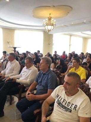 Встреча с народным депутатом: Армянская диаспора поддерживает Сергея Кивалова на выборах