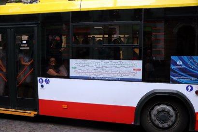 На одесских троллейбусах появились схемы маршрутов как в метро
