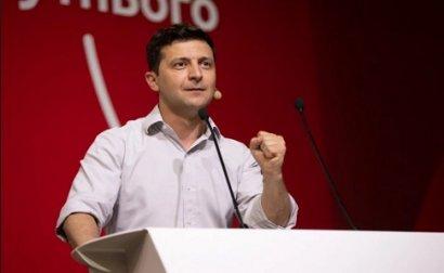 «Государство в смартфоне»: Зеленский попросил украинцев поучаствовать в опросе