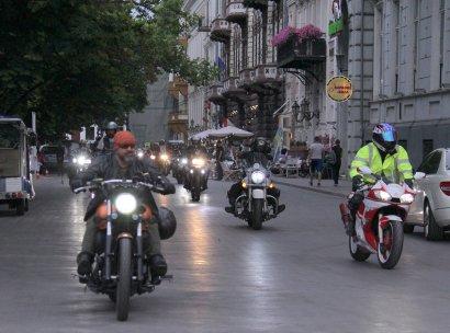Из Ужгорода в Одессу: мотопробег единства финишировал на Приморском бульваре