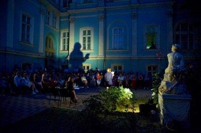 Рождение творческого тандема: писательница Елена Андрейчикова и актриса Елена Кравец