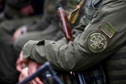 В Киевском районном суде во время службы нацгвардеец выстрелил себе в голову