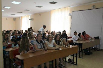 Около 400 девушек и юношей стали студентами колледжа МГУ