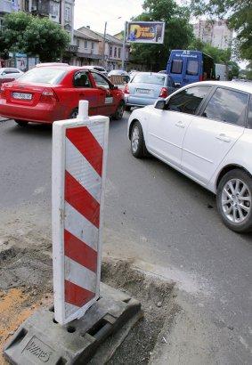 В Одессе продолжается капитальный ремонт перекрестка на пересечении улиц Мясоедовской и Прохоровской.