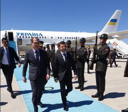 Зеленский впервые прилетел в Турцию с официальным визитом